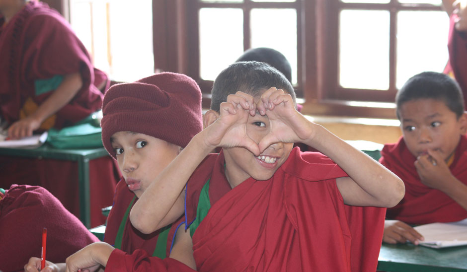 volunteer in buddhist monastery with fdip