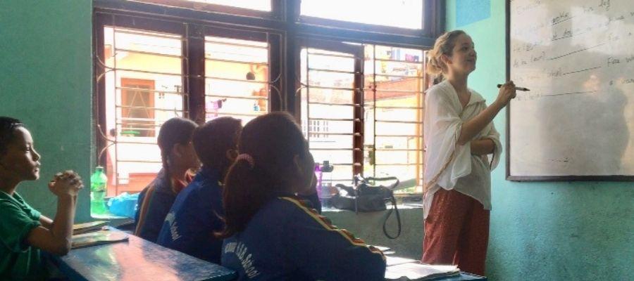 volunteer teaching english abroad